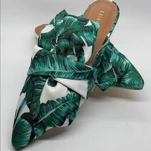 NWOT Fashion Nova Bamboo Leaf Canvas Print Mules